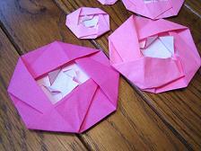 飾り-オーナメント-母の日-バレンタインデー-雛祭り-バレンタイン-ひな祭り-クリスマス-つばき-椿-折り方-手作り-カード-折り紙-簡単-工作-子供-保育園-幼稚園-作り方-幼児-2歳-3歳-桃-ぼんぼり-謝恩会-卒業式-入学式-卒園式
