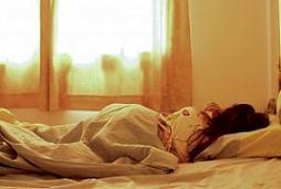 横向き寝る