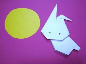 折り紙うさぎとお月様